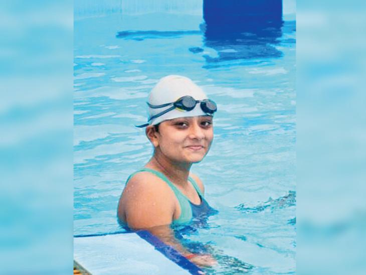 22 વર્ષમાં 34 ગોલ્ડ, 15 સિલ્વર, 29 બ્રોન્ઝ જીત્યાં; નાની ઉંમરે સ્વિમિંગ ક્ષેત્રે મોટી સિદ્ધિ મેળવી રાજકોટ,Rajkot - Divya Bhaskar