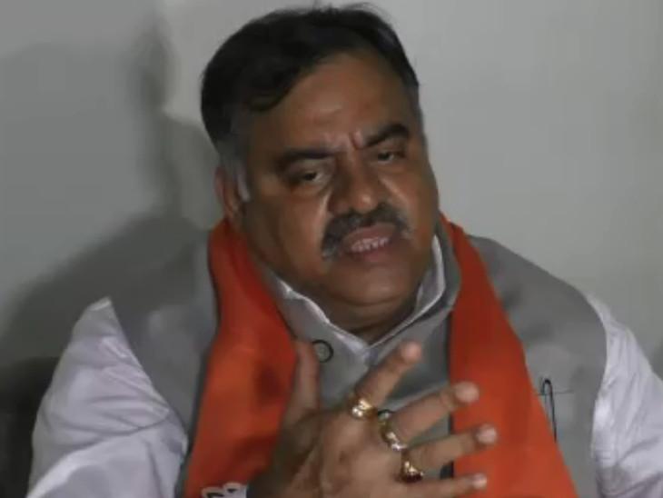 સુરતમાં ભાજપના રાષ્ટ્રીય મહામંત્રીએ કોંગ્રેસ પર પ્રહાર કરતાં કહ્યું, નેતૃત્વવિહીન પાર્ટી દિશા ભટકી ગઈ છે|સુરત,Surat - Divya Bhaskar