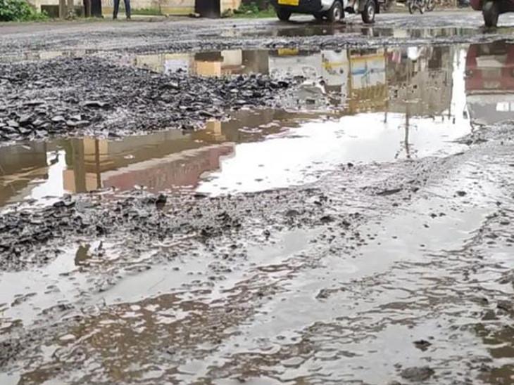ભારે વરસાદથી શહેરના રોડ-રસ્તા મરામત કરવા ગ્રાન્ટ ફાળવોઃરાજકોટ મ્યુનિ.નાં વિપક્ષ નેતાએ CMને પત્ર લખ્યો|રાજકોટ,Rajkot - Divya Bhaskar