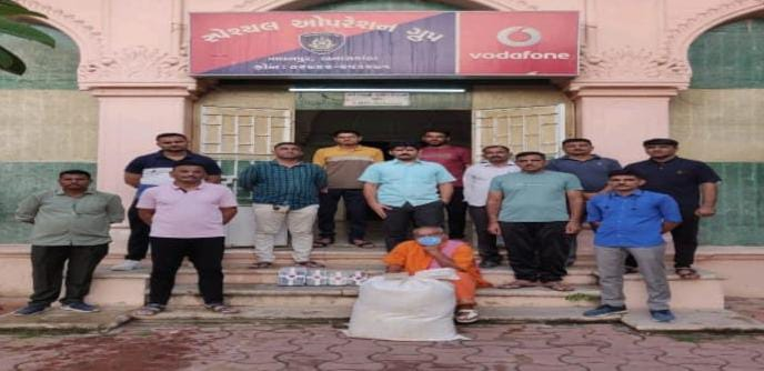બનાસકાંઠાના પાલનપુર-અમદાવાદ હાઈવે પરથી એક શખ્સ પાસેથી પાનમસાલાના થેલામાંથી 14 કિલો ગાંજો મળી આવ્યો|પાલનપુર (બનાસકાંઠા),Palanpur (Banaskantha) - Divya Bhaskar