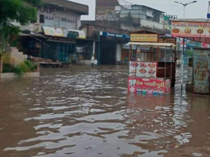 અમદાવાદમાં વહેલી સવારથી ગાજવીજ સાથે બે કલાકમાં બે ઇંચ વરસાદ, આગામી પાંચ દિવસ મધ્યમ વરસાદની આગાહી અમદાવાદ,Ahmedabad - Divya Bhaskar