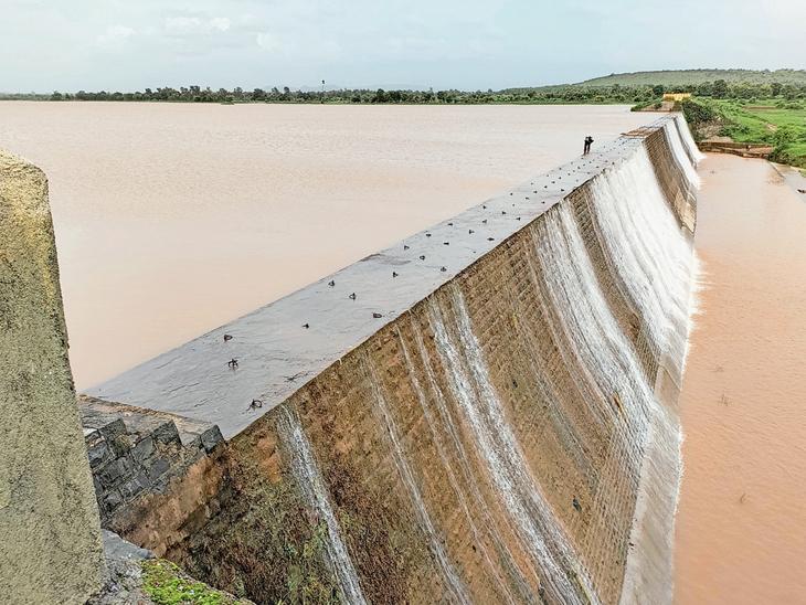 છેલ્લા 20 દિવસમાં સુરત જિલ્લામાં સિઝનનો 22% અને તાપીમાં 15% વરસાદ નોંધાયો સોનગઢ,Songadh - Divya Bhaskar