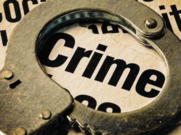 કાપોદ્રામાં બાઇક ટો કરાતાં 2 યુવકોનો પોલીસ પર હુમલો સુરત,Surat - Divya Bhaskar