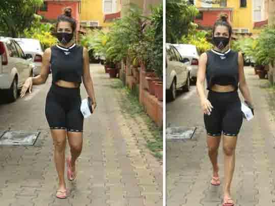 મલાઈકા અરોરા યોગ ક્લાસની બહાર વિચિત્ર રીતે ચાલતી જોવા મળી, યુઝર્સે કહ્યું- 'આંટી ઘૂંટણમાં દુખાવો થાય છે કે શું?|બોલિવૂડ,Bollywood - Divya Bhaskar