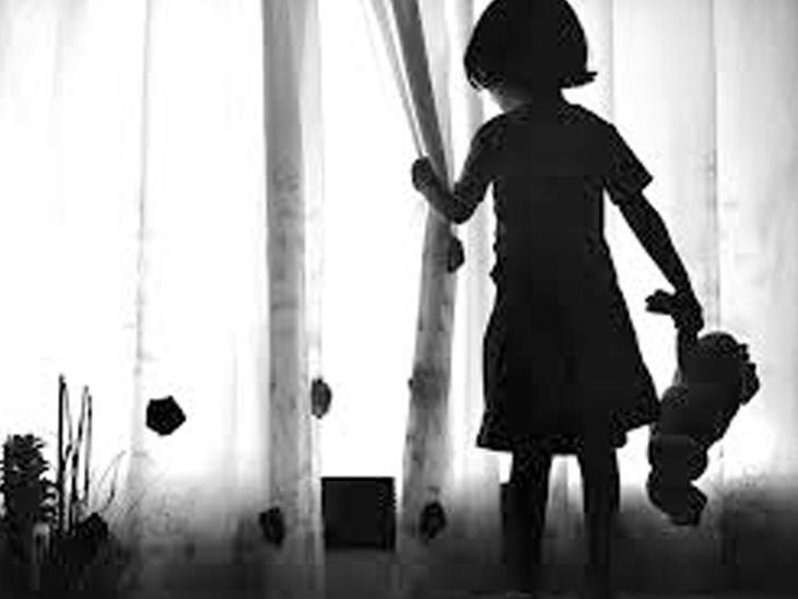 5 વર્ષની બાળકીને રમાડવા લઇ ગયેલા પાડોશીએ અડપલાં કર્યાં, કડી પોલીસે આરોપીની ધરપકડ કરી મહેસાણા,Mehsana - Divya Bhaskar