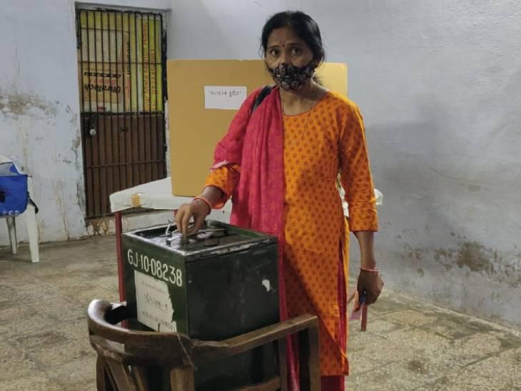 આજે ગુજરાત શિક્ષણ બોર્ડની ચૂંટણીમાં 7 બેઠકો પર 24 ઉમેદવારો વચ્ચે રસાકસી ભર્યો જંગ,28મીએ પરિણામ જાહેર થશે|અમદાવાદ,Ahmedabad - Divya Bhaskar