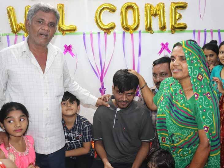 શેરિયાજનો યુવક 7 વર્ષે આધારકાર્ડ પરથી મળ્યો, સુરેન્દ્રનગરની મેડિકલ કોલેજના ફાઇનલ યરમાં ભણતો હતો ત્યારે ATKT આવતાં નાસી ગયો હતો|માંગરોળ (જુનાગઢ),Mangrol (Junagadh) - Divya Bhaskar