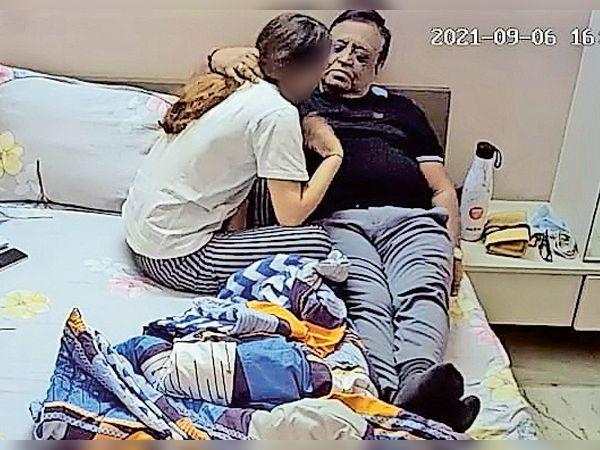 રાજુ ભટ્ટ-અશોક જૈનની હેવાનિયત, દીકરીની ઉંમરની યુવતીને પેઢા પર મુક્કા-લાતો મારી રૂમમાં ઢસડી જઇ દુષ્કર્મ આચર્યું|વડોદરા,Vadodara - Divya Bhaskar