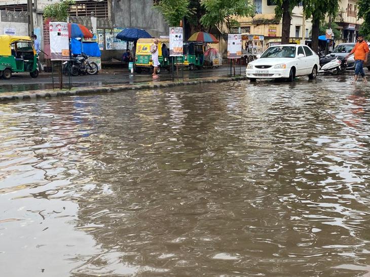 અમદાવાદમાં મોડી સાંજે ધોધમાર વરસાદ, ગુજરાતમાં છેલ્લા 24 કલાકમાં 72 તાલુકાઓમાં મેઘમહેર|અમદાવાદ,Ahmedabad - Divya Bhaskar