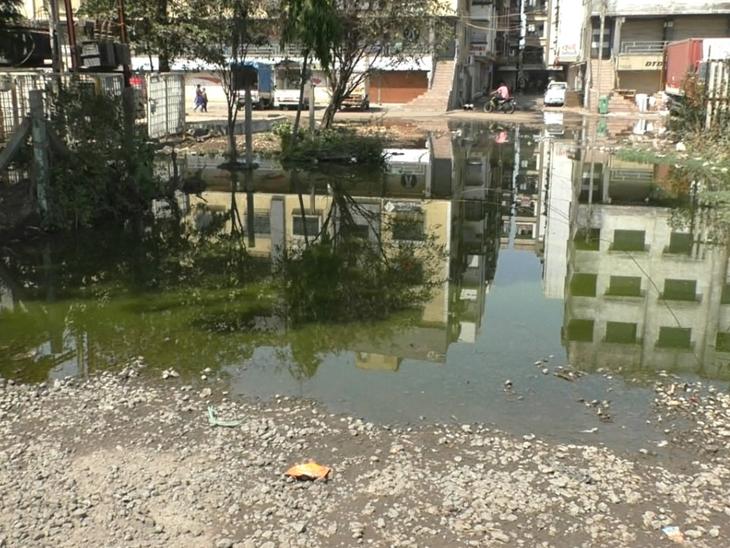 કડોદરા પાલિકામાં રહીશોએ મોરચો લઈ હુરિયો બોલાવતા પોલીસ બોલાવવી પડી|પલસાણા,Palsana - Divya Bhaskar