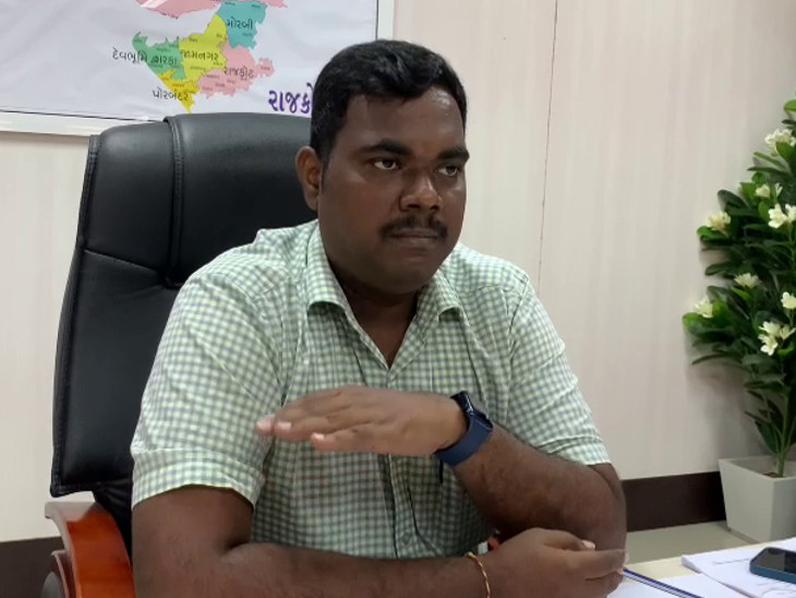 ભારે વરસાદમાં રાજકોટ ઝોનના 6 જિલ્લાની 30 નગરપાલિકામાં ખરાબ થયેલા રસ્તાનો સર્વે કરાયો, દિવાળી સુધીમાં રોડનું કામ પૂર્ણ કરાશે રાજકોટ,Rajkot - Divya Bhaskar