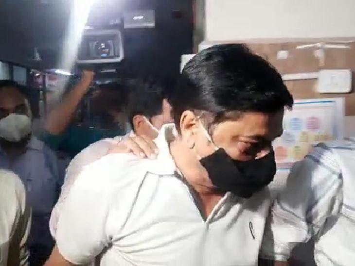 પોલીસે કહ્યું, 'ક્રાઇમ બ્રાન્ચના લોકઅપમાં આખી રાત રાજુ ભટ્ટ ચિંતાજનક ચહેરે રડતો રહ્યો'|વડોદરા,Vadodara - Divya Bhaskar