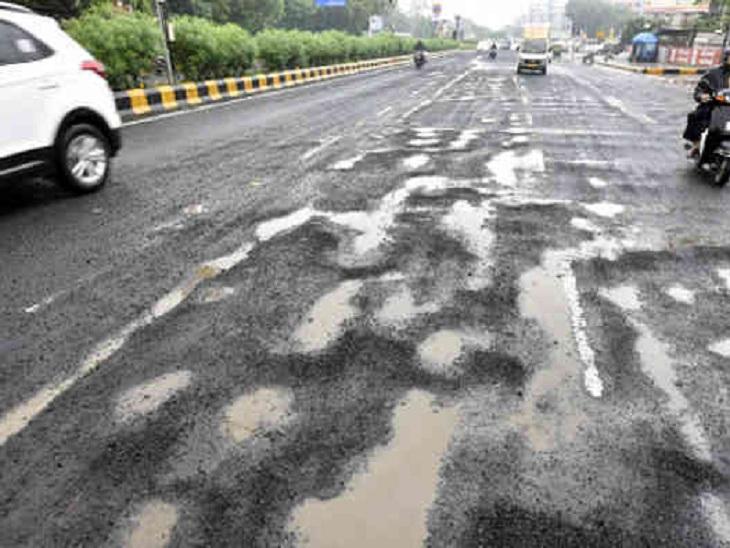 અમદાવાદ શહેરમાં પહેલા નોરતાથી તૂટેલા રોડ અને ખાડા પુરવાની કામગીરી શરૂ થશે, નવરાત્રિમાં જ કામગીરી પુરી કરાશે અમદાવાદ,Ahmedabad - Divya Bhaskar