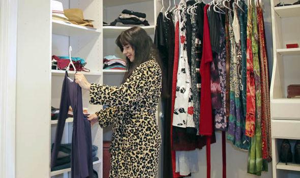 ઇંગ્લેન્ડની મહિલાએ આખું વર્ષ એકનો એક ડ્રેસ પહેરીને 15 લાખ રૂપિયા બચાવી ડોનેટ કર્યા, તમે પણ આ સિમ્પલ ટિપ્સથી કપડાંની લાઈફ વધારી શકો છો લાઇફસ્ટાઇલ,Lifestyle - Divya Bhaskar