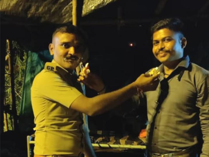 સુરતમાં પોલીસ કમિશનરના જાહેરનામાનો કોન્સ્ટેબલે ભંગ કર્યો, રાત્રિના સમયે જાહેરમાં કેક કાપી જન્મદિવસ ઉજવ્યો|સુરત,Surat - Divya Bhaskar