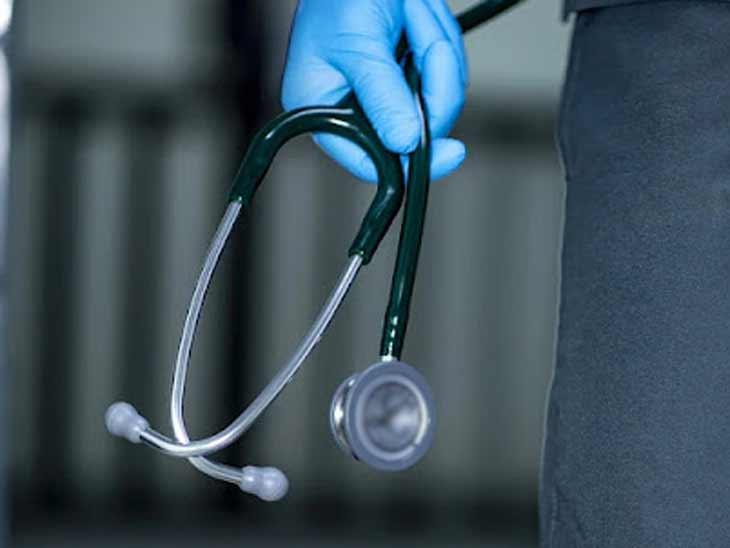 અમદાવાદમાં સાબરમતીના મોટેરામાં વંશિકા હેલ્થ કેર નામે દવાખાનું ચલાવતો નકલી ડોક્ટર ઝડપાયો|અમદાવાદ,Ahmedabad - Divya Bhaskar