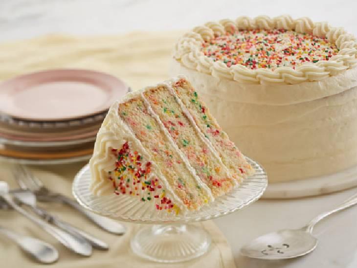 લગ્નમાં આવેલા મહેમાન એક વધારાનો કેકનો ટુકડો ખાઈ ગયા, CCTV તપાસી દુલ્હને 367 રૂપિયા ચૂકવવા કહ્યું લાઇફસ્ટાઇલ,Lifestyle - Divya Bhaskar