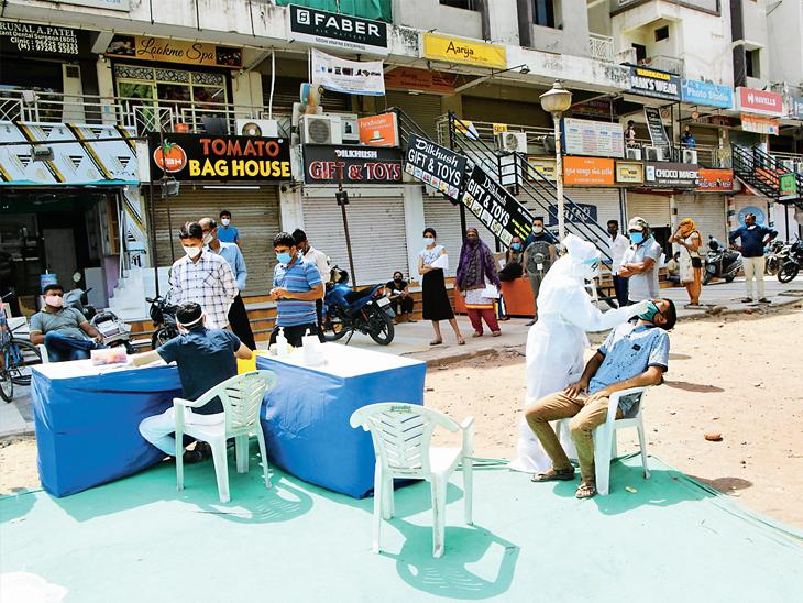 અમદાવાદીઓએ છેલ્લા એક વર્ષમાં કોરોનાના ટેસ્ટ પાછળ ખાનગી લેબમાં રૂ.190 કરોડ ખર્ચ્યા, રાજ્યમાં રૂ.500 કરોડના ખર્ચનો અંદાજ|અમદાવાદ,Ahmedabad - Divya Bhaskar