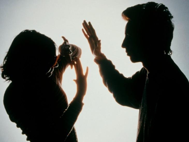 પત્નીનો ગર્ભપાત કરાવ્યાના 2 દિવસ પછી પતિએ હવસ સંતોષી હતી(પ્રતિકાત્મક તસવીર)