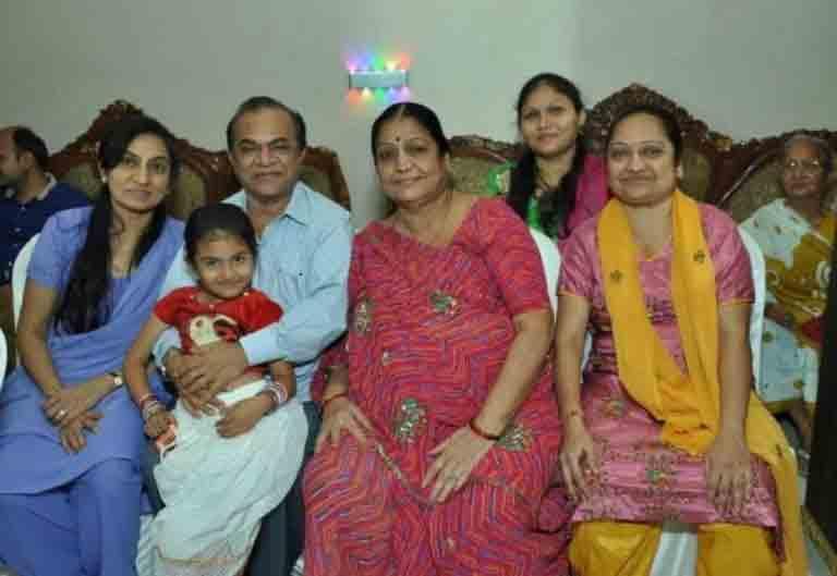 'તારક મહેતા' ફૅમ ઘનશ્યામ નાયકના પરિવારમાં કોણ કોણ છે? મલાડના આ 2 BHK ફ્લેટમાં રહેતા હતા|ટીવી,TV - Divya Bhaskar
