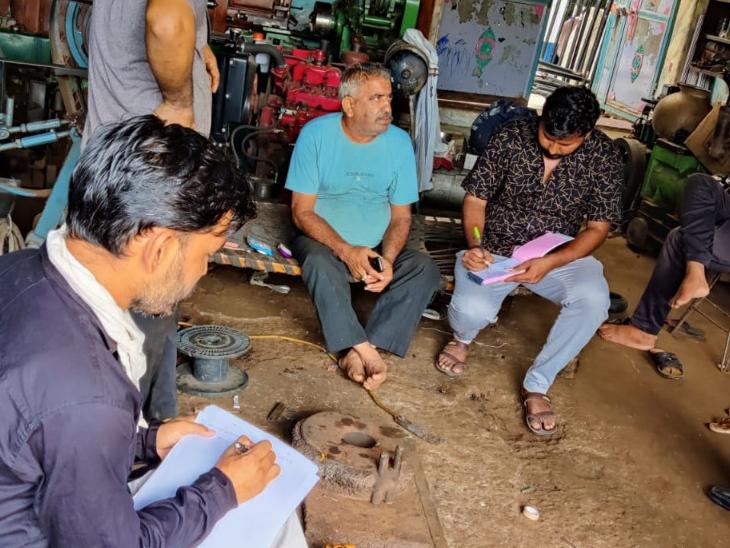 થરાદમાં તંત્ર દ્વારા પોરાનાશક કામગીરી હાથ ધરાઈ. - Divya Bhaskar