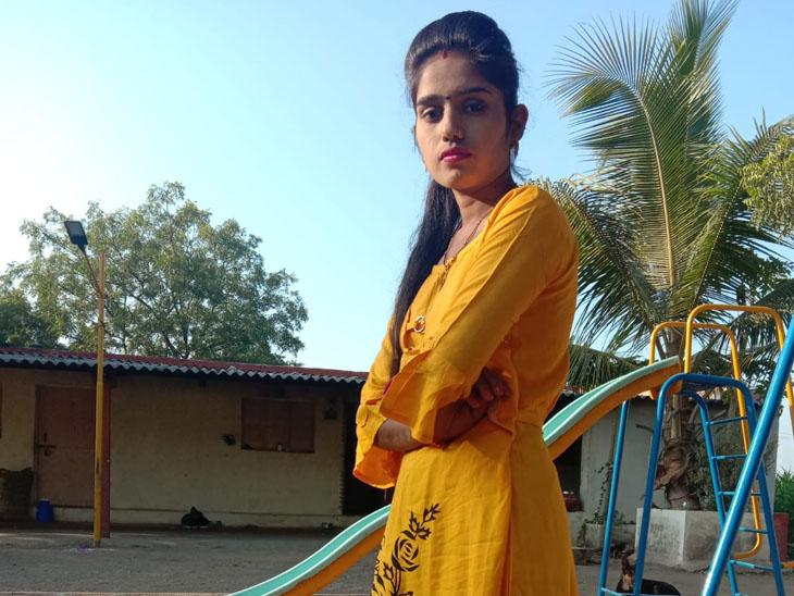 મૃતક કોમલ - Divya Bhaskar