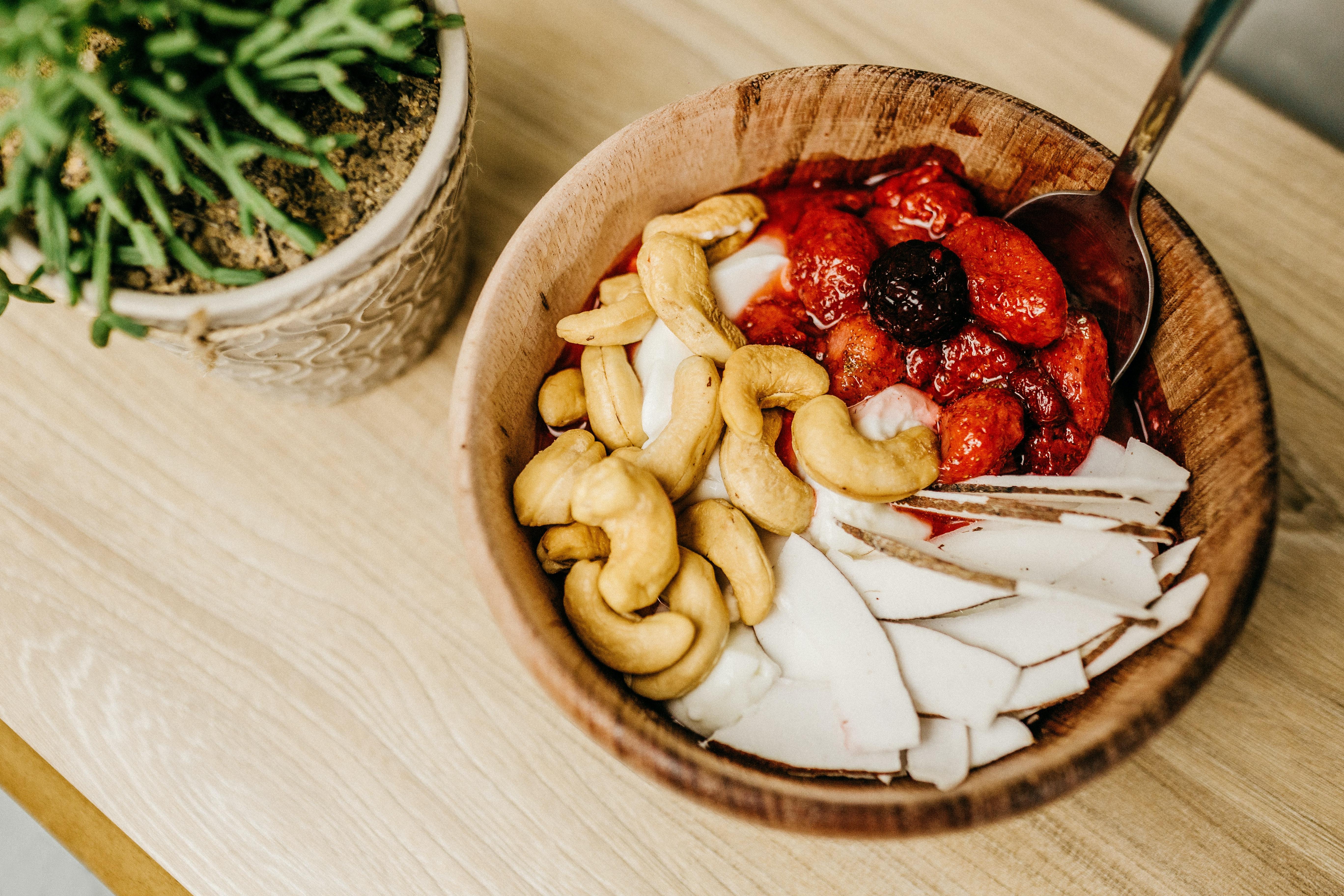 કાજુ એટલે કેલ્શિયમ અને વિટામિન Bનો ખજાનો, રોજ 3થી 4 કાજુ ખાવા જોઈએ, વજન ઉતારતા હો તો કાજુથી દૂર રહો|હેલ્થ,Health - Divya Bhaskar
