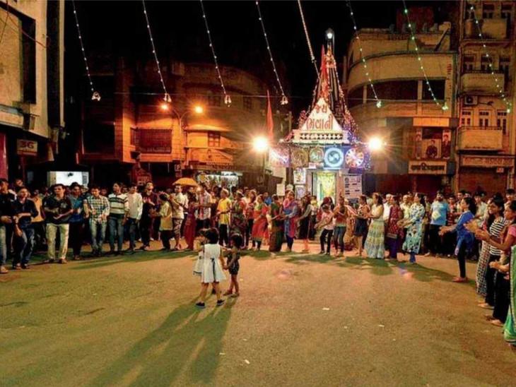 સુરતમાં કન્ટેઈનમેન્ટ ઝોન વિસ્તારમાં ગરબા પર પ્રતિબંધ, 6426 લોકો નવરાત્રિની ઉજવણી નહીં કરી શકે|સુરત,Surat - Divya Bhaskar