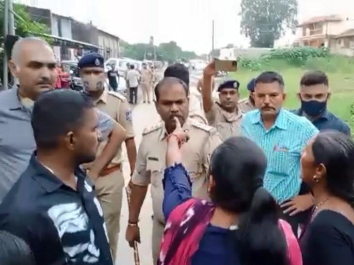 ઓલપાડમાં રાજ્ય કૃષિમંત્રી મુકેશ પટેલની જન આશીર્વાદ યાત્રામાં પોતાના જ મતવિસ્તારમાં ગામ લોકોનો વિરોધ|સુરત,Surat - Divya Bhaskar