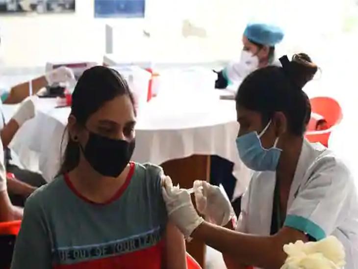 સુરતમાં કોરોના રસીકરણની ગતિ ધીમી પડી (ફાઈલ તસવીર). - Divya Bhaskar
