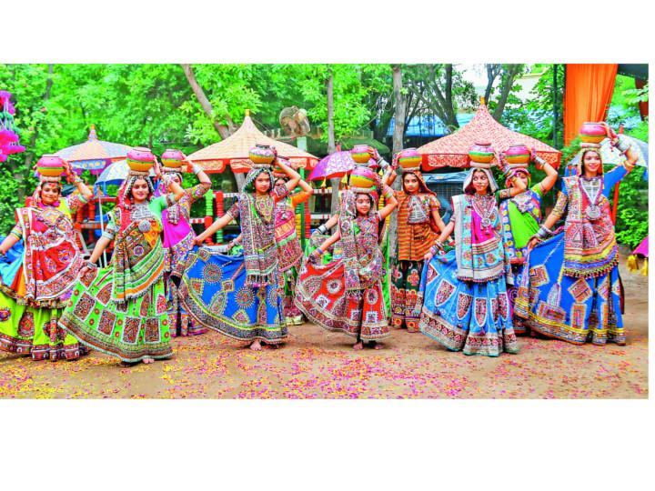 નવરાત્રિ એટલે આનંદની સાથે સાથે આખા શરીરની એક્સરસાઇઝ|મધુરિમા,Madhurima - Divya Bhaskar