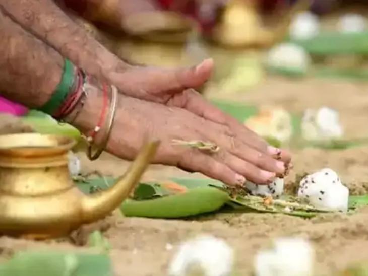6 ઓક્ટોબરે ભાદરવા મહિનાની અમાસ, આ દિવસે કરવામાં આવતા શ્રાદ્ધ અને દાનથી પિતૃઓ તૃપ્ત થાય છે|ધર્મ,Dharm - Divya Bhaskar