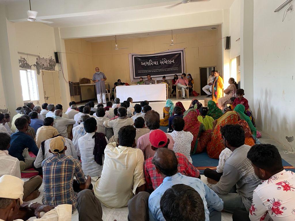 પાટડીમાં સંમેલન મળ્યું, રણમાં વાછડાદાદાની જગ્યામાં અગરિયા કેન્દ્ર શરૂ કરવા રજૂઆત કરાઇ - Divya Bhaskar