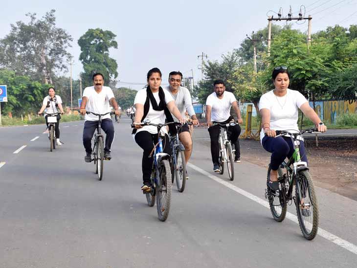 આઝાદી કા અમૃત મહોત્સવ નિમિત્તે દાહોદ શહેરમાં સાયકલ રેલી યોજાઇ જેમાં સાઇકલ સવારોએ ઉત્સાહભેર ભાગ લીધો હતો. - Divya Bhaskar