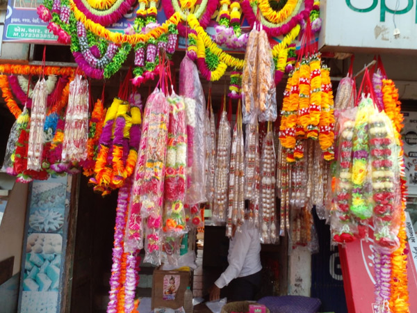 રાજુલામાં નવરાત્રી પૂર્વે બજારમાં ખરીદી ન નીકળતા વેપારીમાં નિરાશા અમરેલી,Amreli - Divya Bhaskar