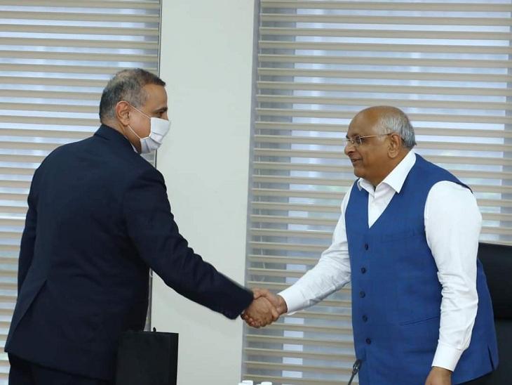 ઇઝરાયલના કોન્સ્યુલેટ જનરલ સાથે મુખ્યમંત્રી - Divya Bhaskar