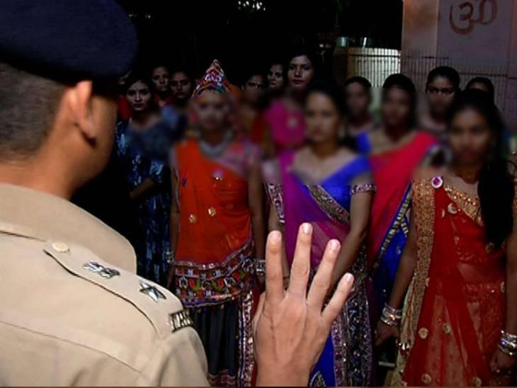 મહિલા પોલીસ ચણિયાચોળીના વેશમાં ગરબા સ્થળે ઉપસ્થિત રહેશે ( પ્રતિકાત્મક તસવીર)