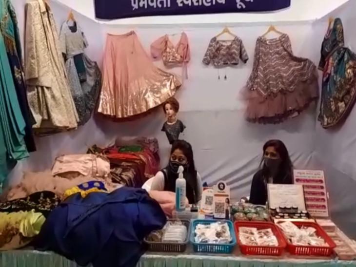 સુરતના સાયન્સ સેન્ટર ખાતે નવરાત્રિ મેળામાં માત્ર મહિલાઓએ 180 કરતા વધુ સ્ટોલ લગાવાયા|સુરત,Surat - Divya Bhaskar