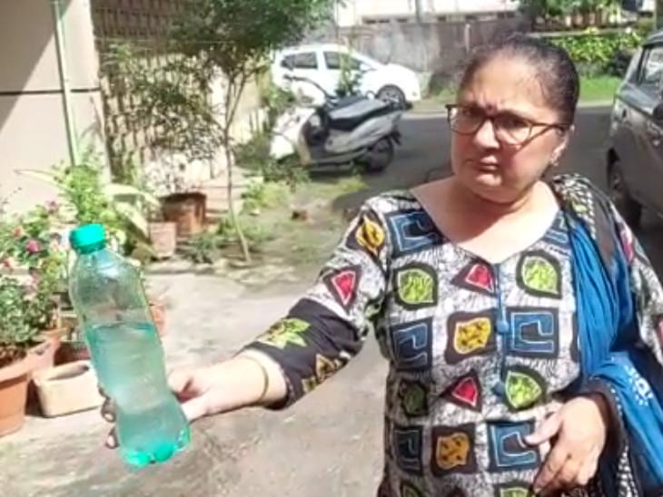 પાણી દુર્ગંધયુક્ત અને ખરાબ હોવાની ફરિયાદ કરી છે.
