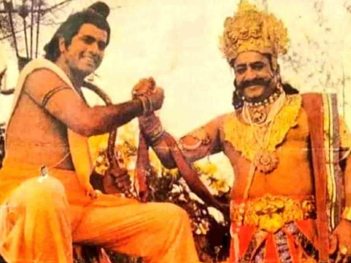 સિરિયલ 'રામાયણ'ના બિહાઇન્ડ ધ સીનમાં અરુણ ગોવિલ-અરવિંદ ત્રિવેદી (ફાઇલ તસવીર)