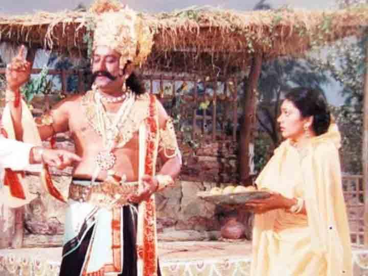 સિરિયલ 'રામાયણ'ના સીનમાં દીપિકા ચીખલિયા-અરવિંદ ત્રિવેદી (ફાઇલ તસવીર).