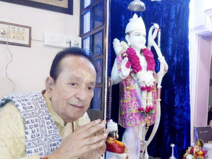 અરવિંદ ત્રિવેદી રામના ભક્ત હતા અને ઘરમાં મૂર્તિની પ્રતિષ્ઠા કરી હતી.