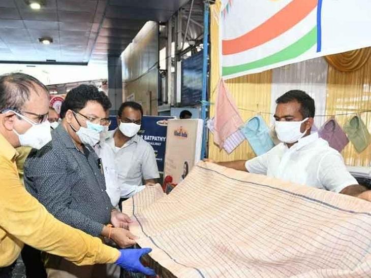 ખાદીને પ્રોત્સાહન આપવા હવે શિક્ષકો અને શિક્ષણ વિભાગના અધિકારીઓ ખાદી ખરીદશે અમદાવાદ,Ahmedabad - Divya Bhaskar