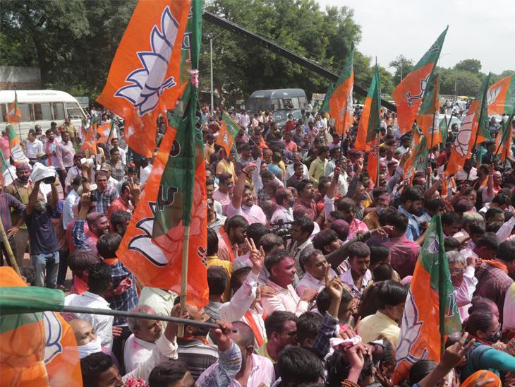 જીત બાદ CM સામે ચાલીને પાટીલના બંગલે મળવા ગયા, પાટીલનો AAP પર પ્રહાર- 'ગુજરાતમાં ત્રીજી પાર્ટી માટે કોઈ જગ્યા નથી'|ગાંધીનગર,Gandhinagar - Divya Bhaskar