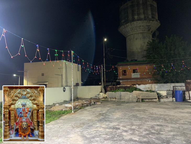 પાદરાની રણું તુલજા માતાજી સંસ્થાના પટરાંગણમાં નવરાત્રી દરમ્યાન વિવિધ ધાર્મિક કાર્યક્રમોનું આયોજન કરવામાં આવ્યું છે મંદિરને સુશોભન કરી રોશનીથી શણગારવામાં આવી રહ્યું છે. - Divya Bhaskar