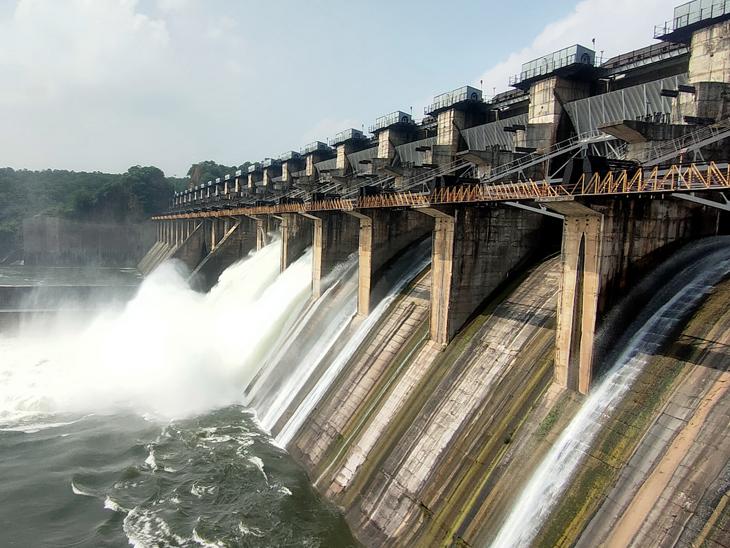 કડાણા જળાશયની જળસપાટી મહત્તમ 419 ફુટ પહોંચતા વધારાનું પાણી છોડવામાં આવ્યુ - Divya Bhaskar