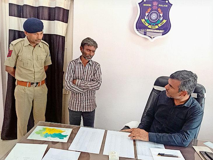 હળવદના દિઘડિયાની સીમવાડીના હત્યા બનાવનો બીજો આરોપી પણ પકડી પાડવામાં આવ્યો હતો. - Divya Bhaskar