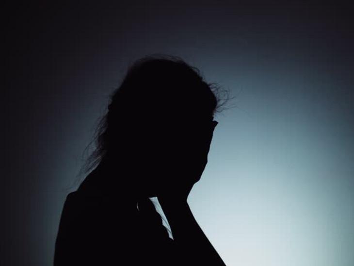 નરોડામાં પાડોશી યુવકે ધમકી આપી સગીરા સાથે દુષ્કર્મ કર્યુ, ઘરમાં સૂઈ રહેલી સગીરાને 'કામ છે' કહી બોલાવી હતી અમદાવાદ,Ahmedabad - Divya Bhaskar