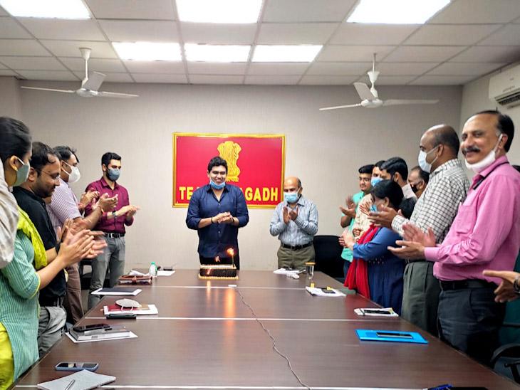 જૂનાગઢ જિલ્લા કલેકટર સહિતના અધિકારીઓ - Divya Bhaskar