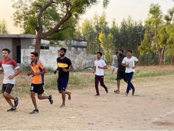 શારીરિક કસોટીની તૈયારી કરતા યુવાઓની ફાઈલ તસવીર - Divya Bhaskar